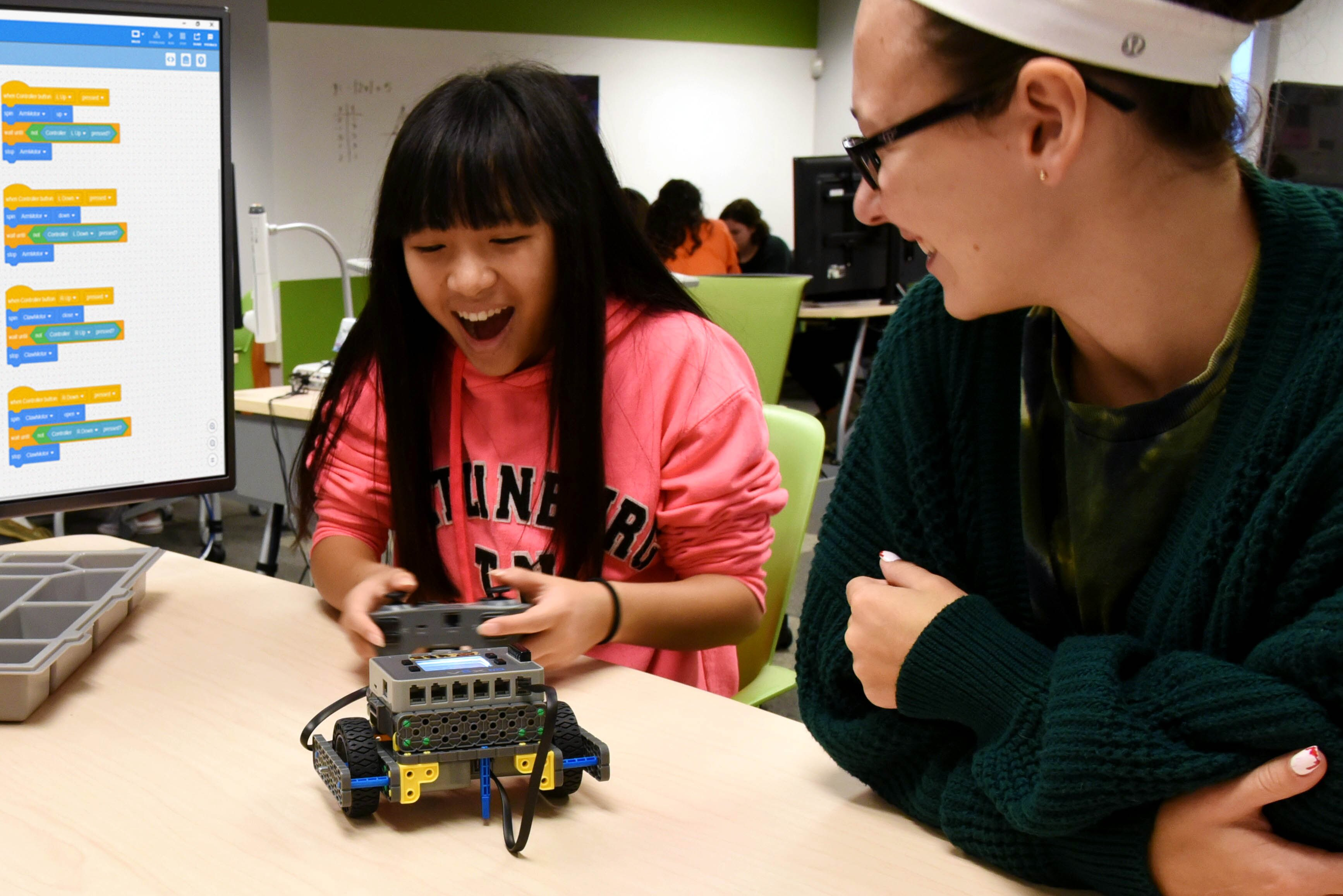 GirlPowered_Workshop_DrivingRobot_web.jpg