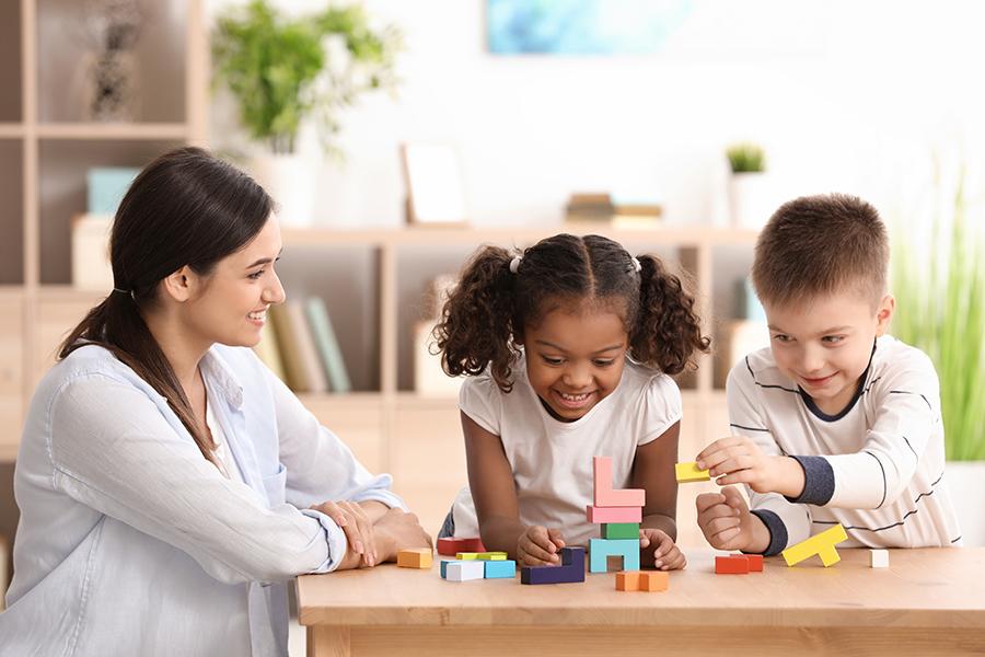 儿童-教师-共事.jpeg